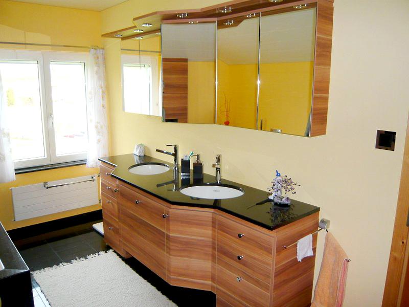 Viel Holz in einem Badzimmer